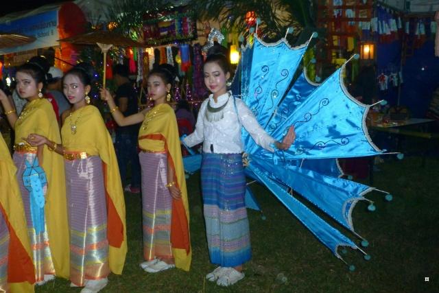 Fête du Loy Kratong, ou la fête des lumières P1110124