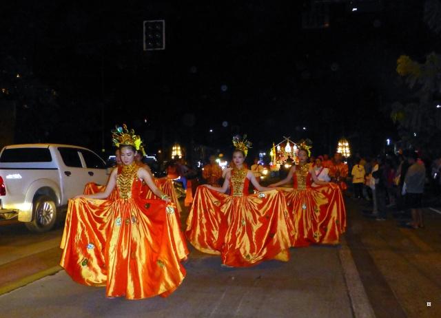 Fête du Loy Kratong, ou la fête des lumières P1110131