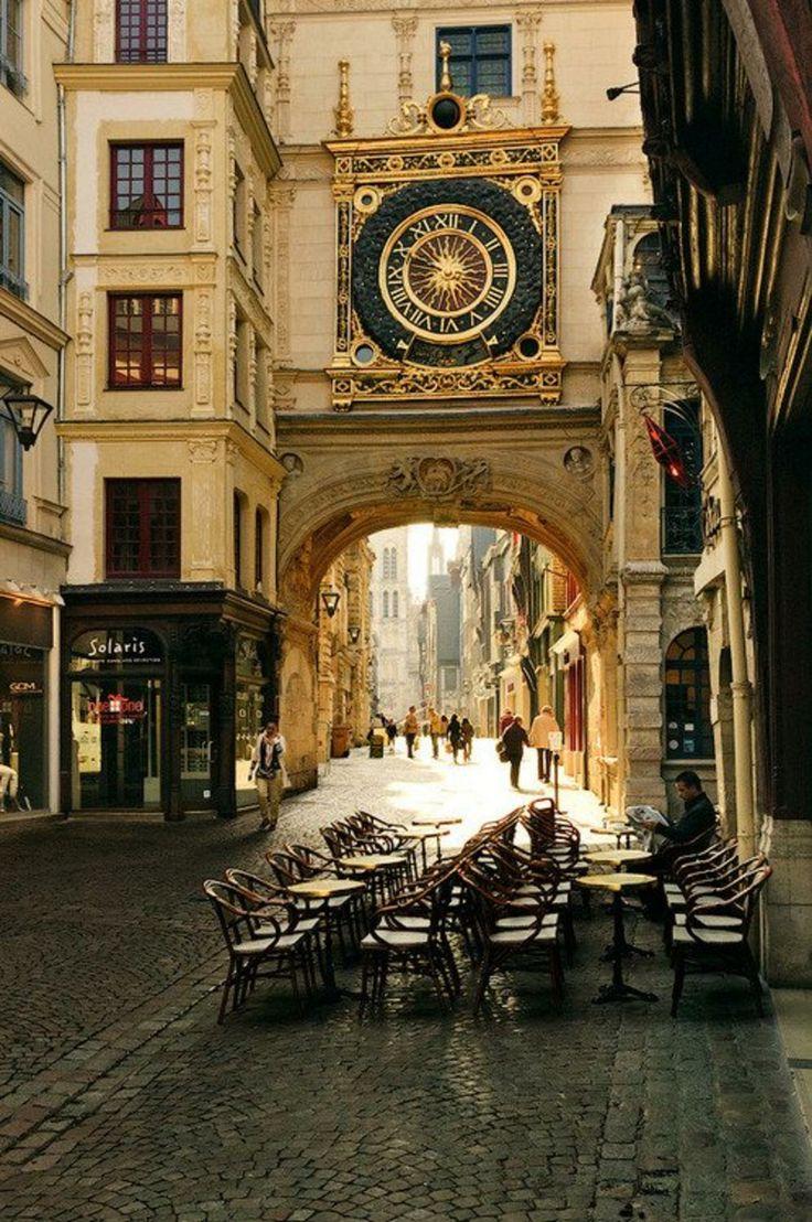 Reçu un beau diapo....Les horloges et pendules des rues..... - Page 4 2eb9f610