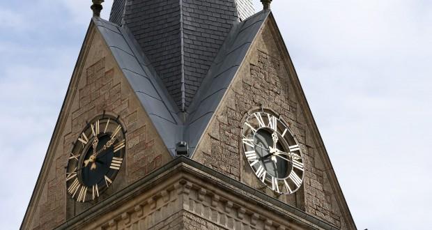 Reçu un beau diapo....Les horloges et pendules des rues..... - Page 5 490_0010