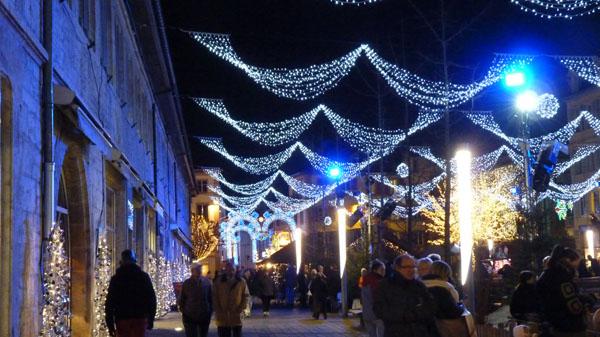 Les illuminations de Noël pour les fêtes 2.015   2.016 ! - Page 5 Montbe10