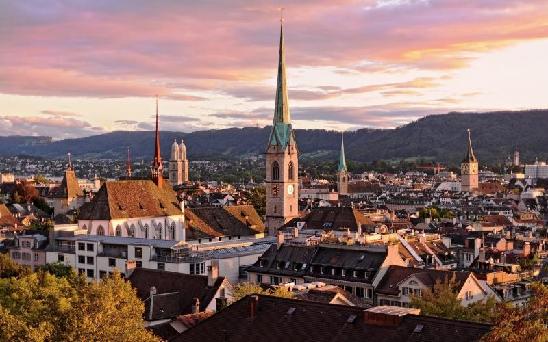 Par ordre alphabétique, des villes et des villages . - Page 38 Zurich10