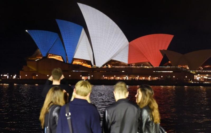 que se passe t-il à Paris en marge du match France-Allemagne? MULTIPLES EXPLOSIONS SIGNALEES. Attentat? - Page 3 Opera-10