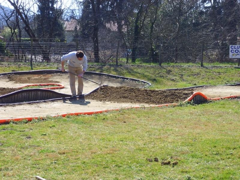Réfection des pistes 1/8 et 1/10 mars 2011 Ssl20010