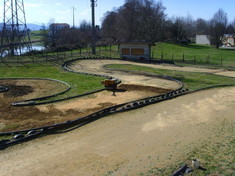 Réfection des pistes 1/8 et 1/10 mars 2011 Ssl20017
