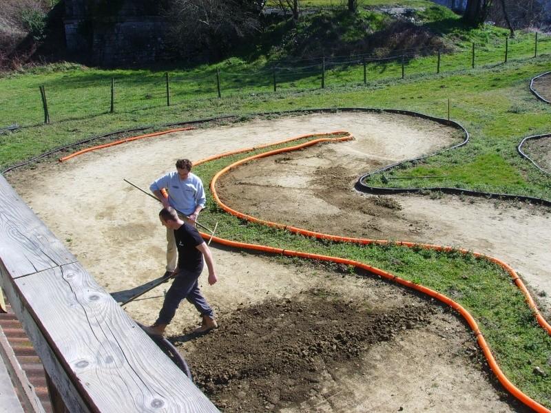Réfection des pistes 1/8 et 1/10 mars 2011 Ssl20020