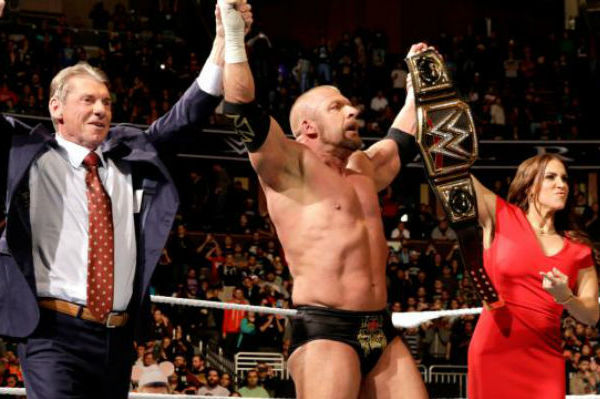 [Question d'Actu] Que pensez-vous du couronnement de Triple H et des perspectives de son probable combat à Mania contre Reigns ? Tml6nb10