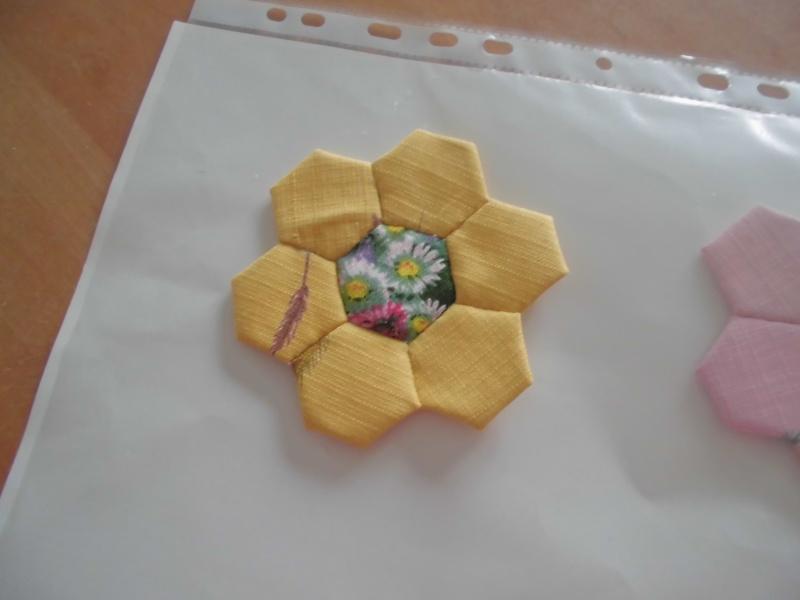 fleurs hexagones Nc210