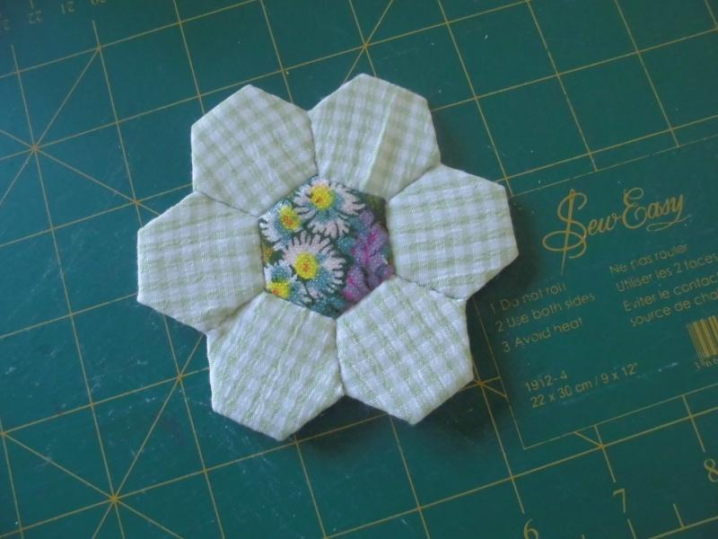 fleurs hexagones Nc610