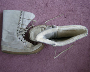 J'ai trouvé une paire de bottes d'hiver économique Moc10