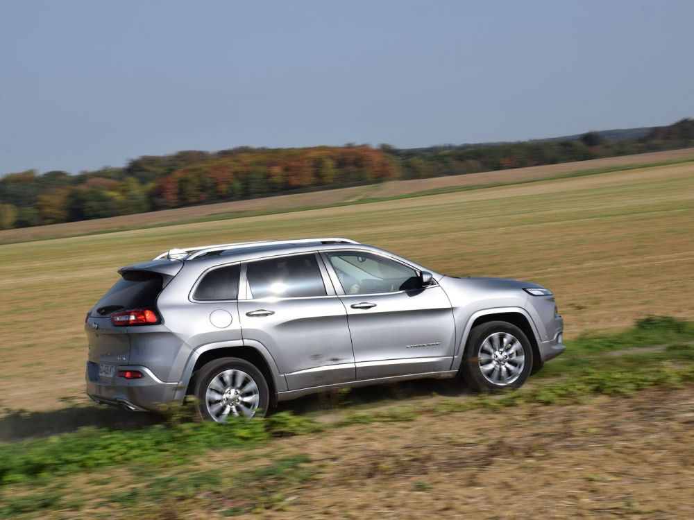 Essai auto du week-end Jeep Cherokee: un 4x4 sympa mais rustaud Cover-10