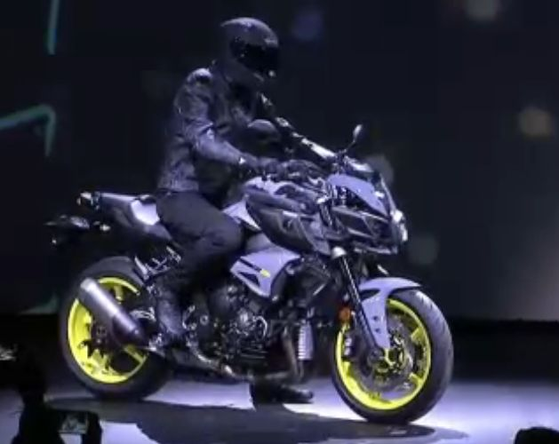 Yamaha lance la ... MT-10 ! Officiel ! Captur12