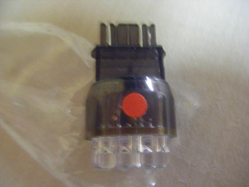 remplacement ampoule feu stop par une led Dscf1112