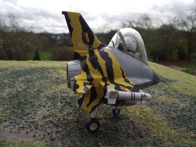 F-16 EGG-PLANE DES F.A.B by INESS & PAPA Dscf5751