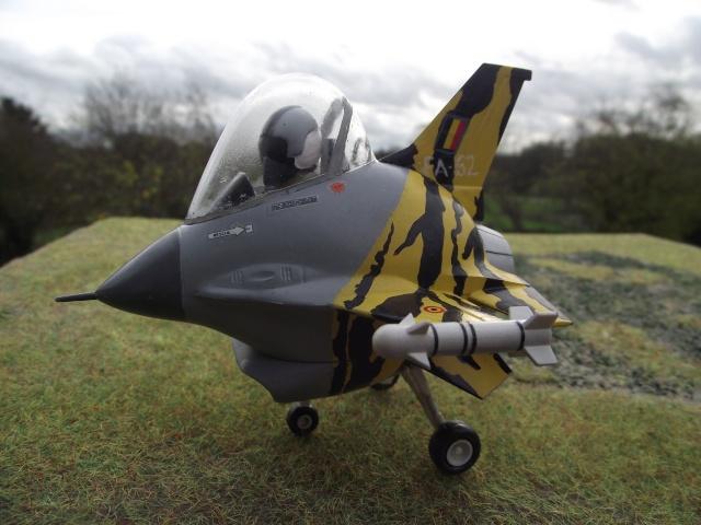 F-16 EGG-PLANE DES F.A.B by INESS & PAPA Dscf5753