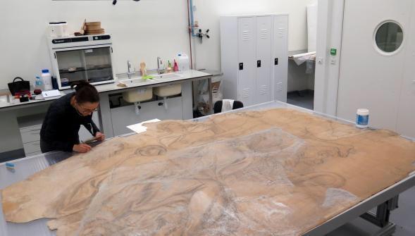 Restauration d'un carton de Le Brun au Louvre-Lens Cy9urw10