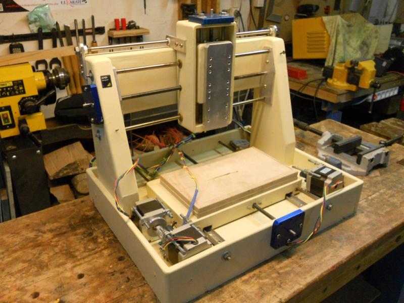 CNC V1 en médium pour gravure de PCB Dscn4026
