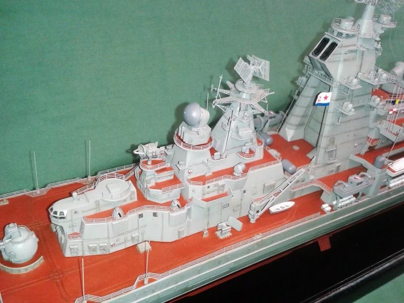 Croiseur Admiral Lazarev 1/350ème Trumpeter + SSN class Alfa 1/350ème Dragon 20160124