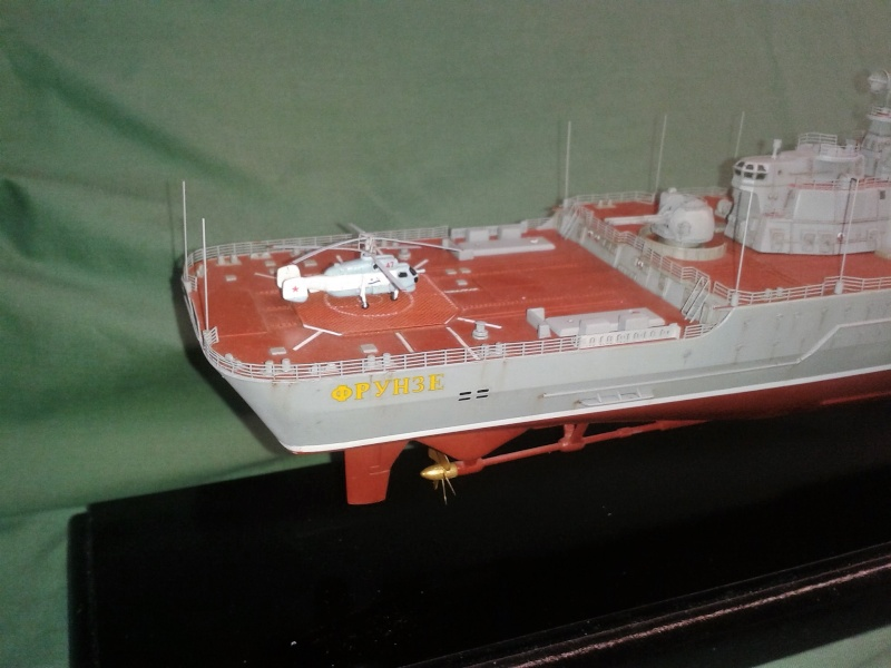 Croiseur Admiral Lazarev 1/350ème Trumpeter + SSN class Alfa 1/350ème Dragon 20160125