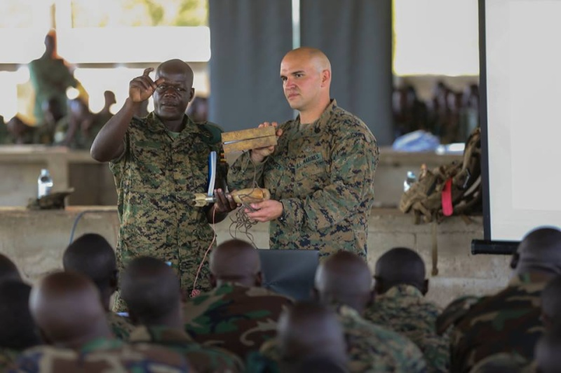 Armée Ougandaise/Uganda Peoples Defence Force (UPDF) - Page 4 1042