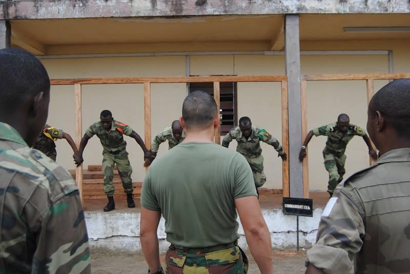 Armée du Gabon - Page 4 1151
