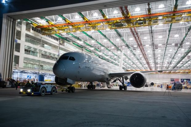 Le Boeing 787 est arrivé - Page 5 12159