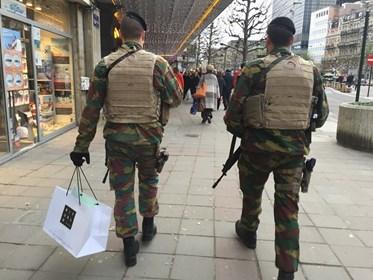 Armée Belge / Defensie van België / Belgian Army  - Page 40 12192