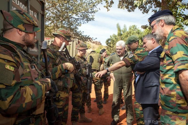 Armée Belge / Defensie van België / Belgian Army  - Page 40 12194
