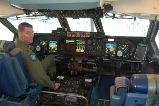 Avions de transport tactique/lourd - Page 5 13200