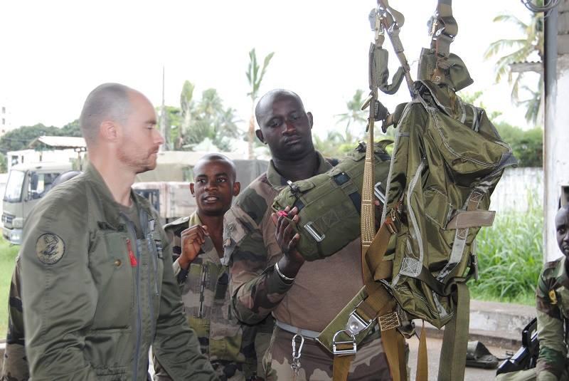 Armée du Gabon - Page 4 1330