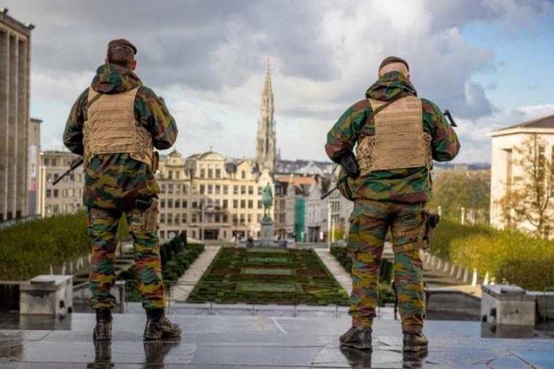 Armée Belge / Defensie van België / Belgian Army  - Page 39 1351