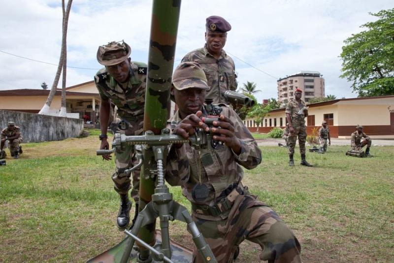Armée du Gabon - Page 4 1387