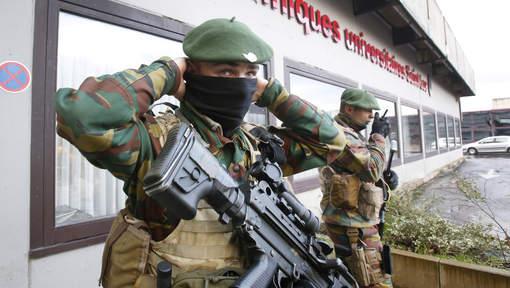 Armée Belge / Defensie van België / Belgian Army  - Page 40 14146