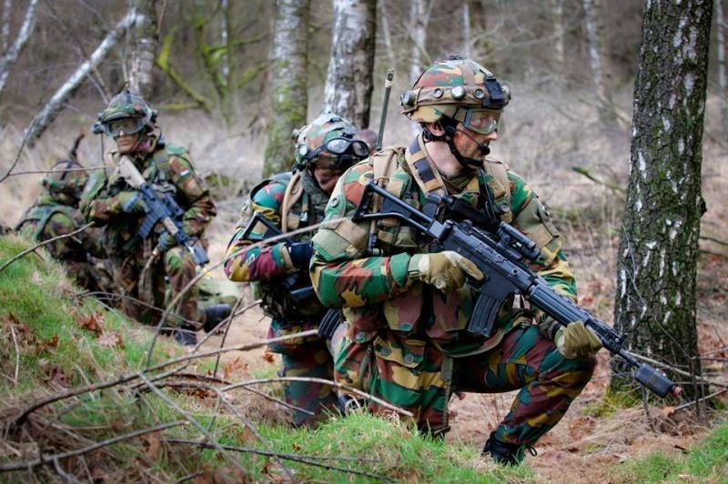Armée Hollandaise/Armed forces of the Netherlands/Nederlandse krijgsmacht - Page 18 14251