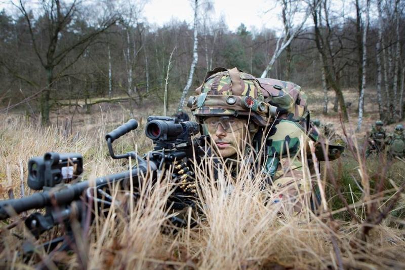 Armée Hollandaise/Armed forces of the Netherlands/Nederlandse krijgsmacht - Page 18 17102