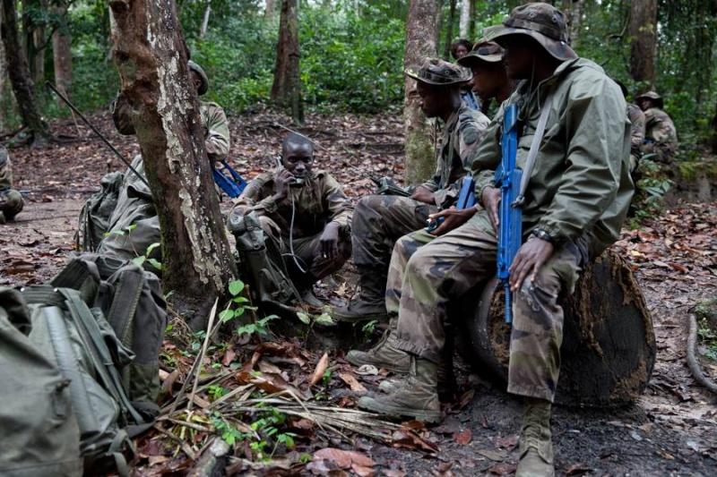 Armée du Gabon - Page 4 2117
