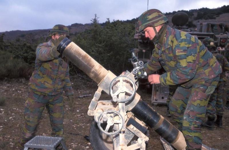 Armée Belge / Defensie van België / Belgian Army  - Page 39 2214