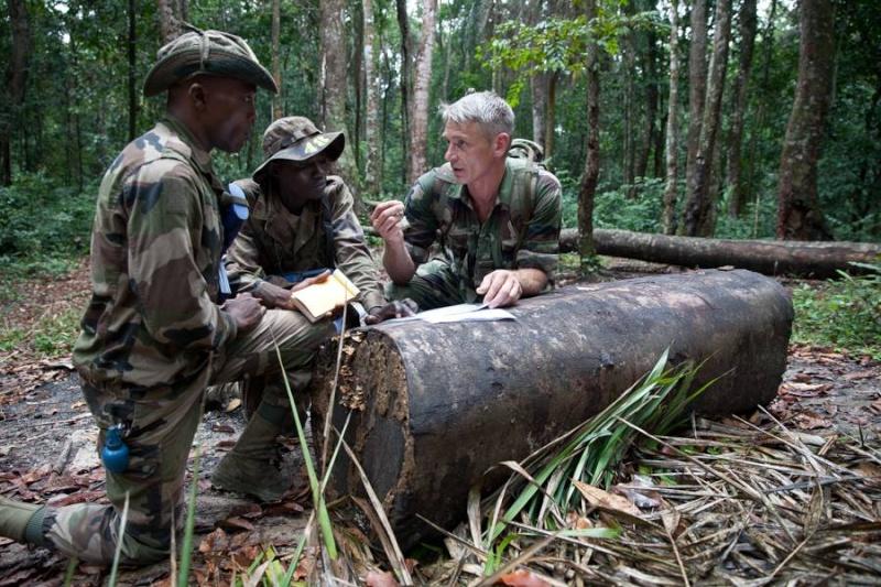 Armée du Gabon - Page 4 2216