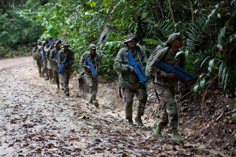 Armée du Gabon - Page 4 2316