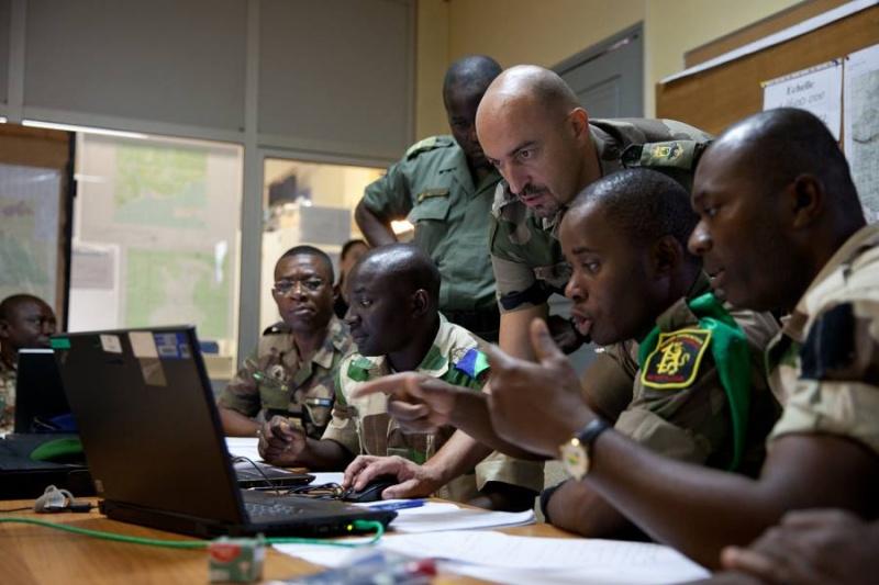 Armée du Gabon - Page 4 2417
