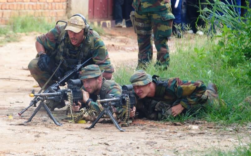 Armée Belge / Defensie van België / Belgian Army  - Page 40 2420