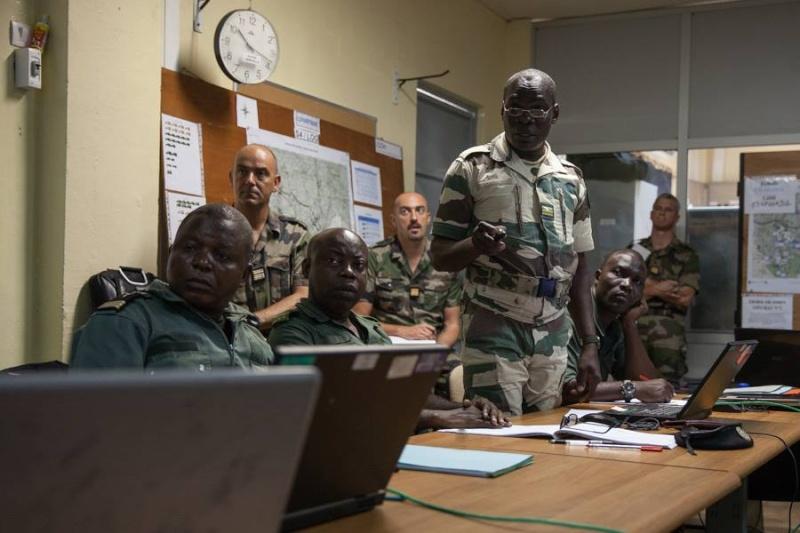 Armée du Gabon - Page 4 2516