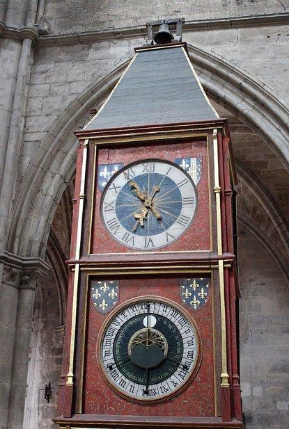 Reçu un beau diapo....Les horloges et pendules des rues..... - Page 7 Chauss80