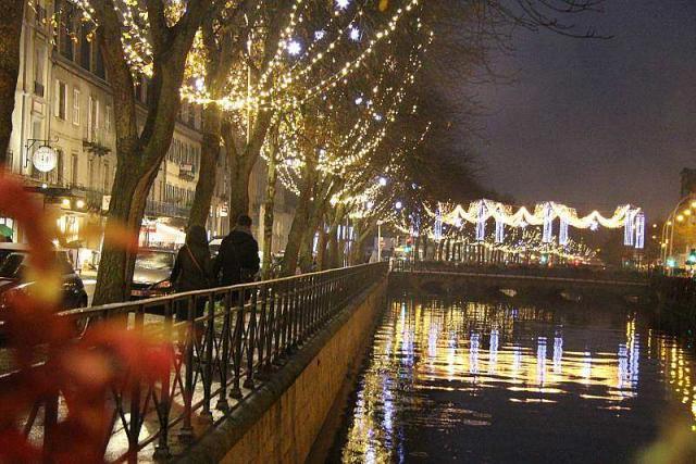 Les illuminations de Noël pour les fêtes 2.015   2.016 ! Au-cen10