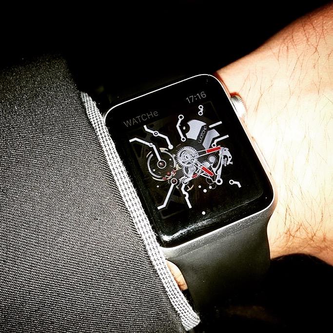 La première application Suisse made d'une montre squelette mécanique Smartwatc Img_8610