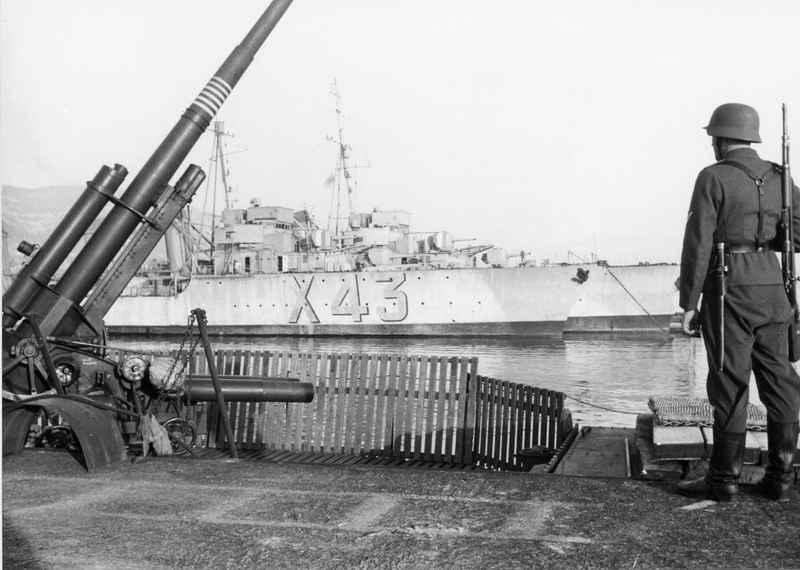 Sabordage de Toulon en photos - Page 2 1942_138
