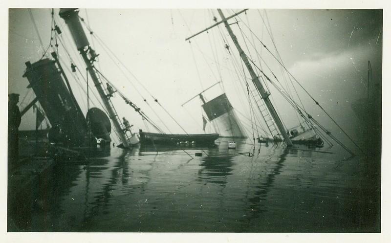 Sabordage de Toulon en photos - Page 2 1942_166
