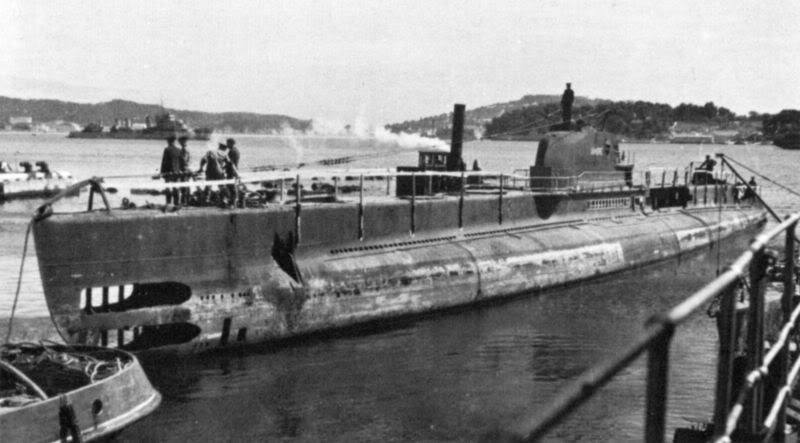 Sabordage de Toulon en photos - Page 2 1943_410