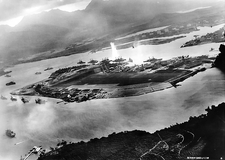 Le 7 décembre 1941,le Japon attaque Pearl Harbor 2_atta10