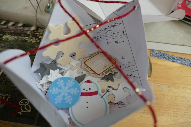 25 Novembre - emballage en forme de pyramide. - Page 2 P1080515